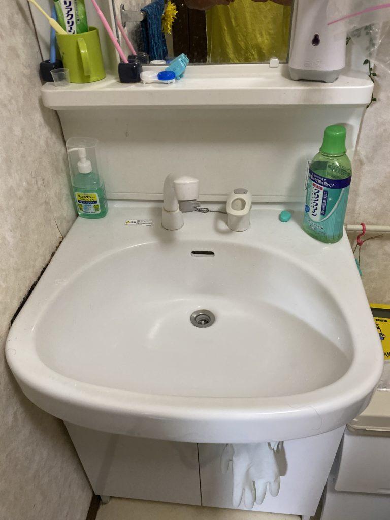 宇都宮市で洗面台の水道管から水漏れしているのを修理しました。