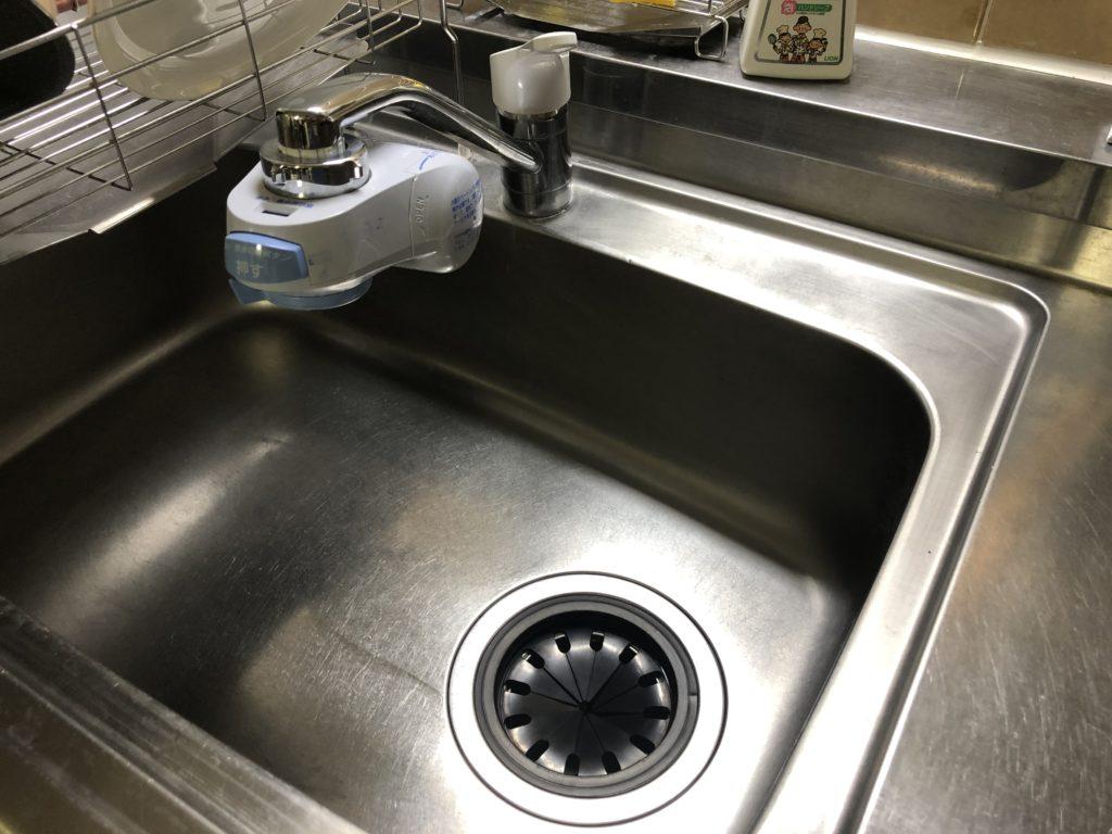 鹿沼市で浄水器の取付部分で水漏れし修理しました。