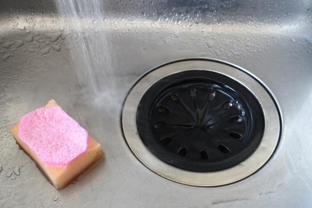 排水管の詰まりを自分で修理する方法